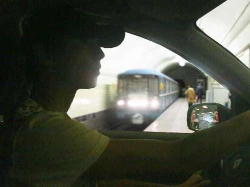 сделайте так, чтобы был эфект что этот пернь едит по трассе чтобы за окном было расплывчато, но виделся какой нить фон, и в боковом зеркале тож))) И если можно, то немного посветлей))) ПОЖАЛУЙСТА!!!! ЭТО ДЛЯ МОЕГО ПАРНЯ!